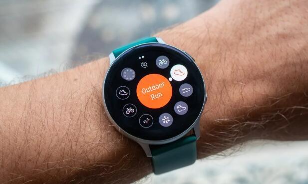 使用新的Outlook应用从您的Galaxy Watch发送电子邮件