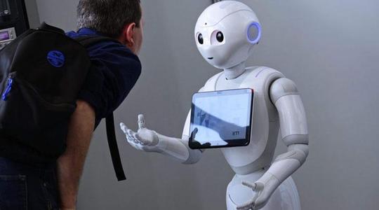公司在开发和部署AI应用程序时需要从道德角度考虑
