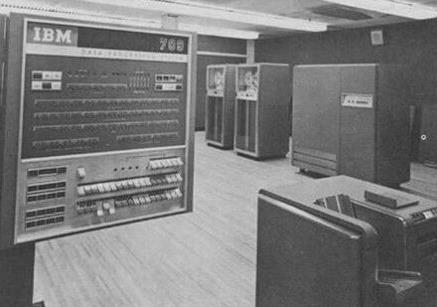 第四代计算机问世是在哪一年 和当代的计算机有哪些区别