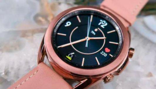 新款三星智能手表Galaxy Watch 3配备了集成的身体性能评估系统和更复杂的设计